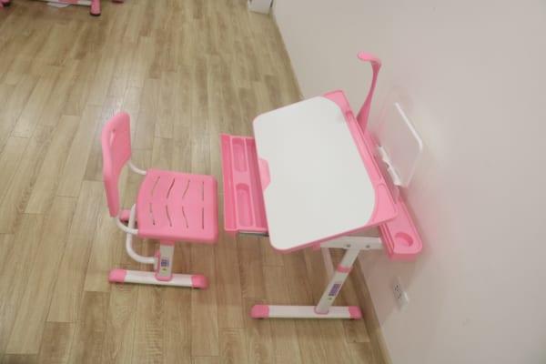 Bàn ghế q8plus hồng