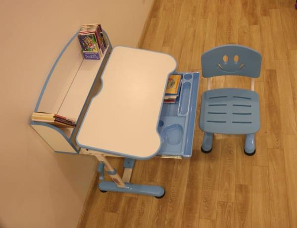 Bàn ghế chống cận học sinh